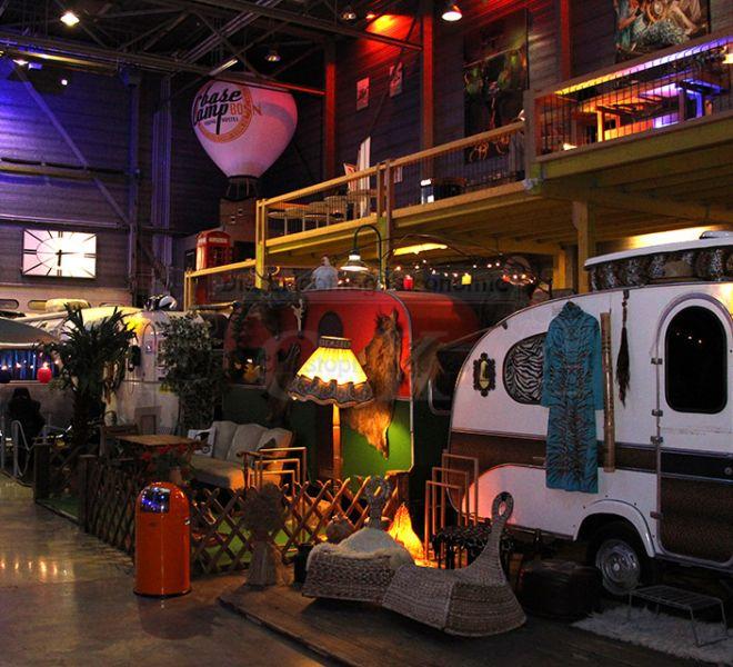 BaseCamp Wohnwagen in ehemaliger Lagerhalle