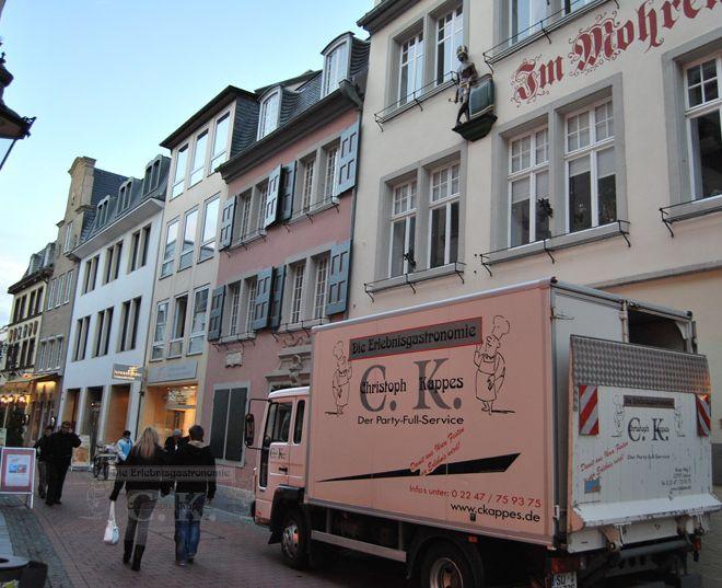 Beethovenhaus Bonn Außenansicht mit Cateringwagen