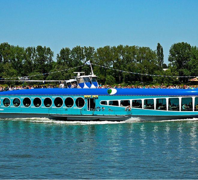 MS Moby Dick auf dem Wasser