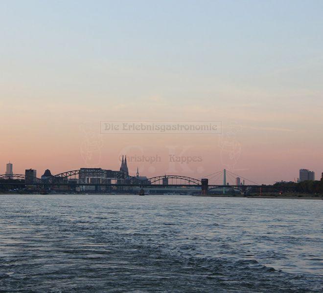 MS Rheinprinzessin Sonnenuntergang über dem Rhein