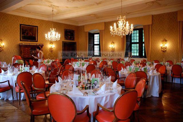 Schloss Ehreshoven eingedeckter Saal