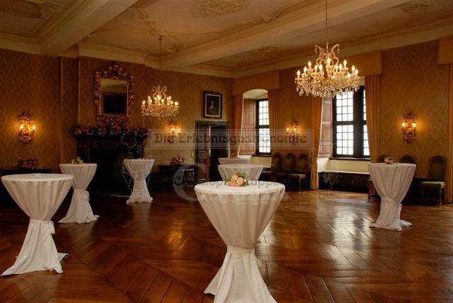 Schloss Ehreshoven Saal mit Stehtischen