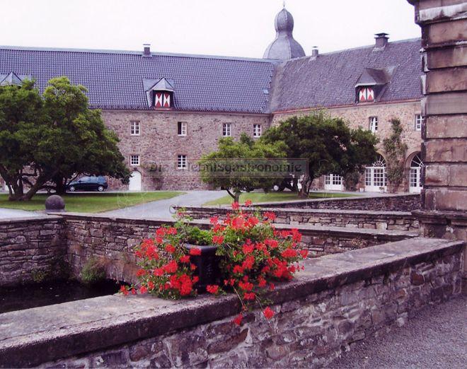 Schloss Ehreshoven Außenbereich