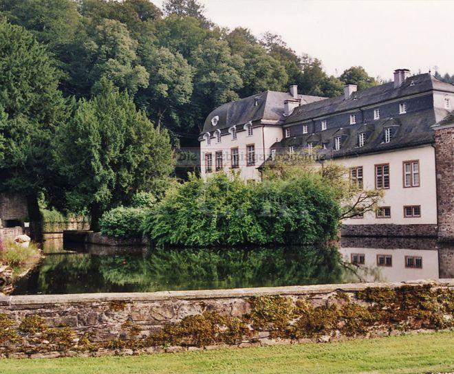 Schloss Ehreshoven begrünter Hof