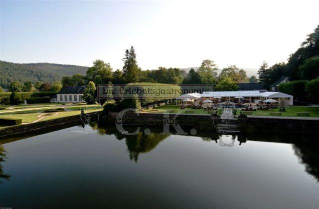 Schloss Ehreshoven Teich mit Blick auf die Parkanlage