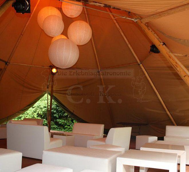 Tipi-Zelt Sitzarrangement
