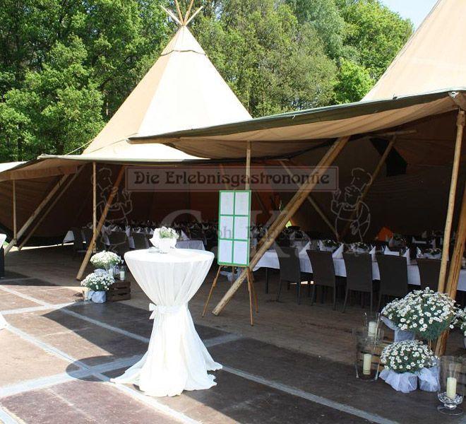 Tipi-Zelt und Stehtische