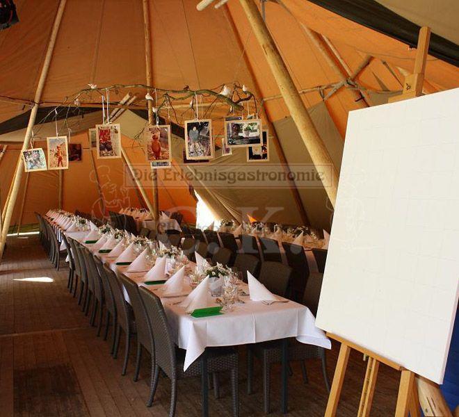 Tipi-Zelt mit langer Tafel
