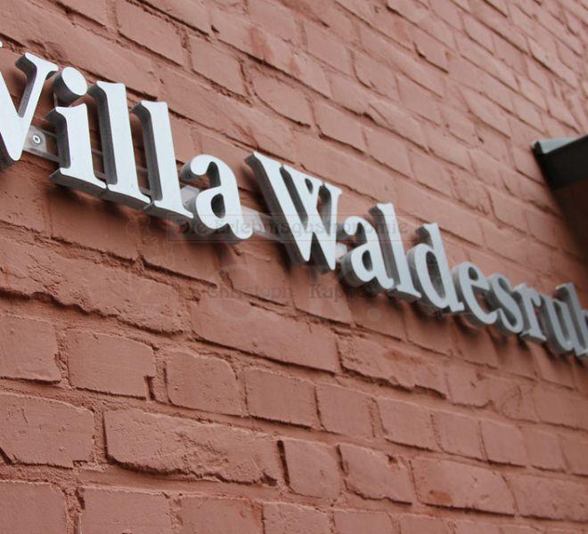 Villa Waldesruh Schriftzug an der Außenwand