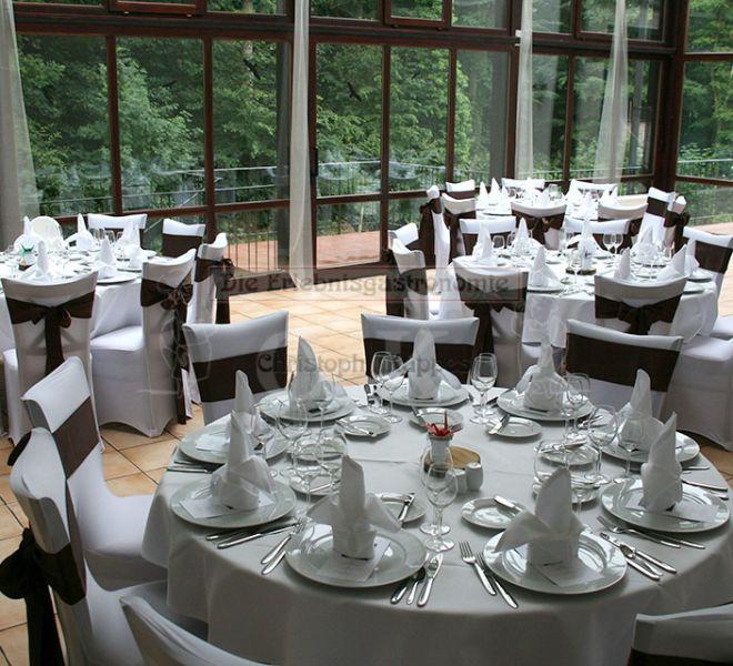 Bonngarten runder gedeckter Tisch