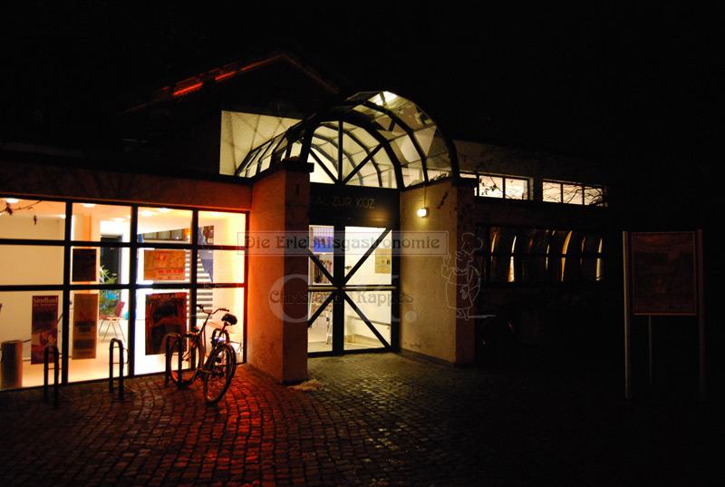 Bürgerhaus Saal zur KÜZ Außenansicht bei Nacht