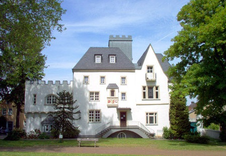 Burg Rheinbreitbach Außenansicht am Tag