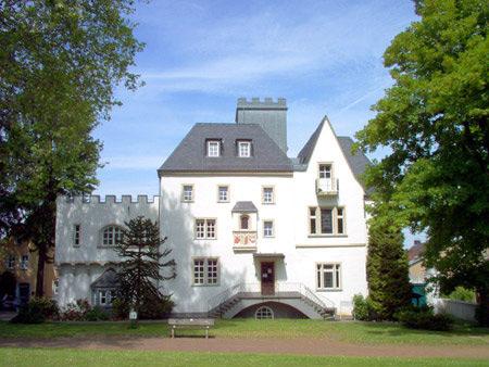 Burg Rheinbreitbach bei Tag