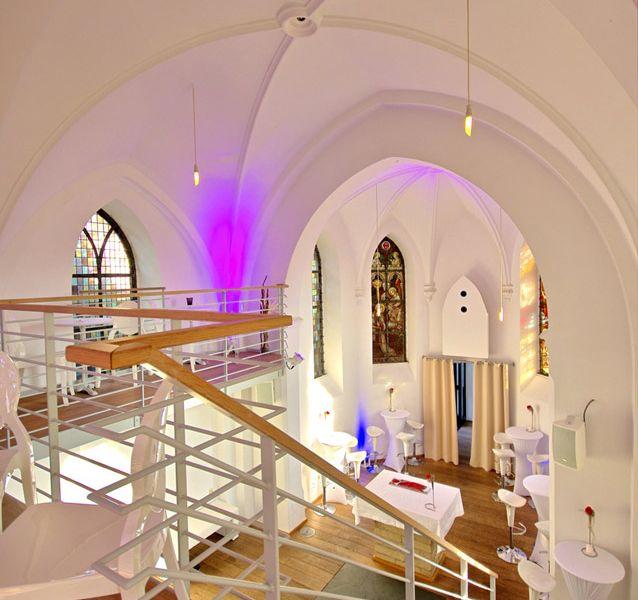 Eventkapelle Treppe hoch zur Galerie