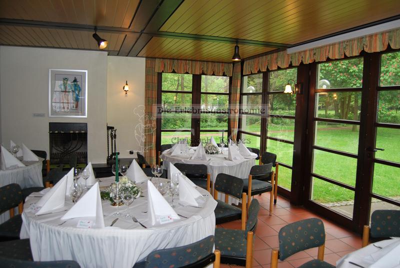 Kurhäuschen Hennef Innenraum mit gedeckten Tischen