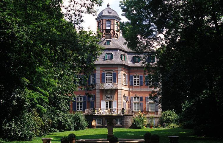 Schloss Arff mit Parkanlage