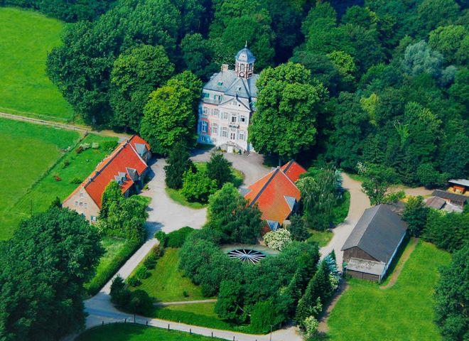 Ansicht von oben auf das Schloss Arff