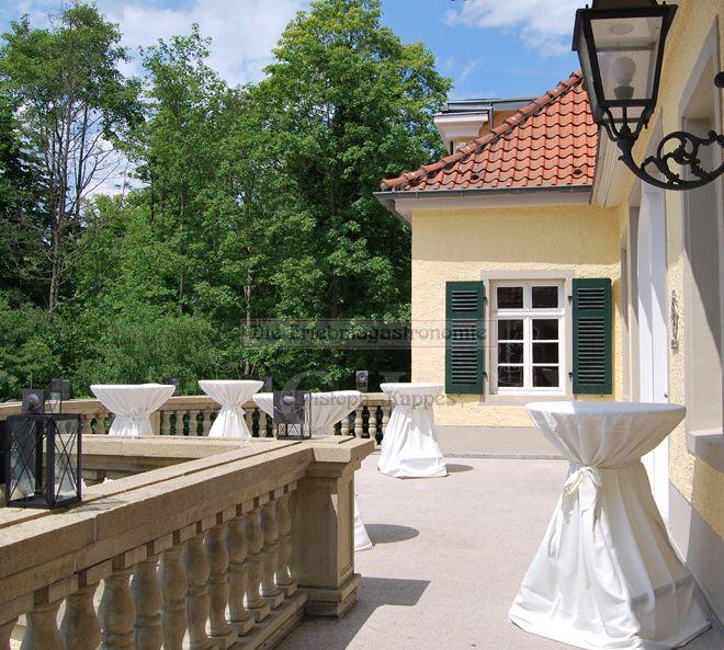 Schloss Eulenbroich Balkon mit Stehtischen