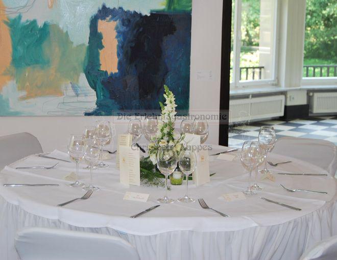 Schloss Eulenbroich runder, gedeckter Tisch