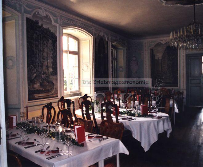 Schloss Lüftelberg Innenraum mit Sitzgelegenheit