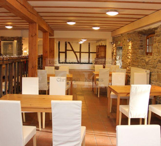 Seminarhaus Much Innenbereich mit Tischen