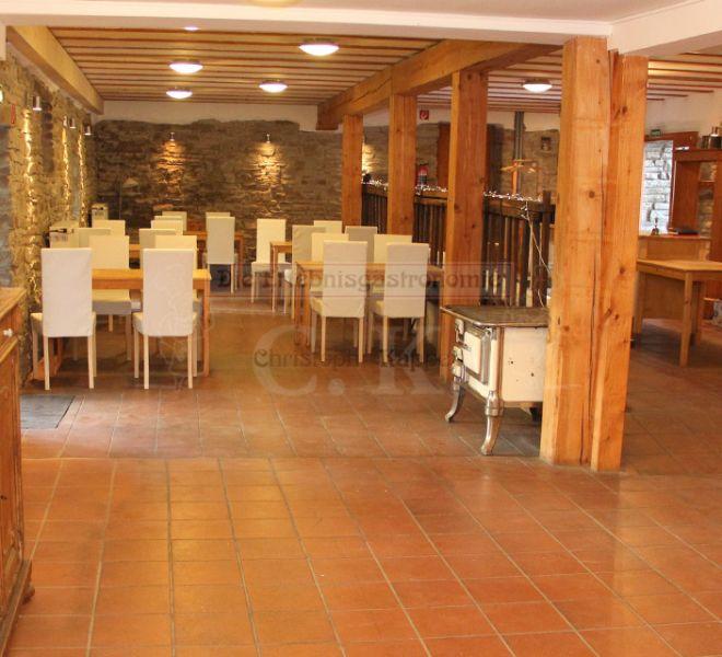 Seminarhaus Much Inneraum mit Tischen