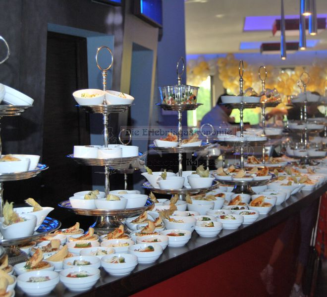 Tanzhaus Bonn Buffet mit Etagere