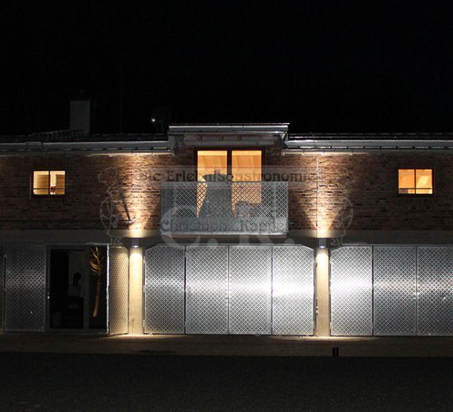 Turmhof Außenansicht bei Nacht
