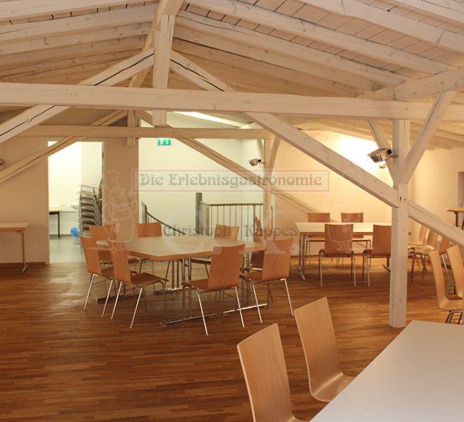 Turmhof Innenbereich mit Sitzarrangement