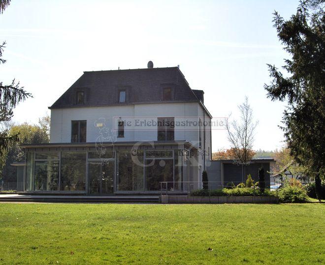 Villa Friedlinde Parkanlage mit Blick auf das Gebäude
