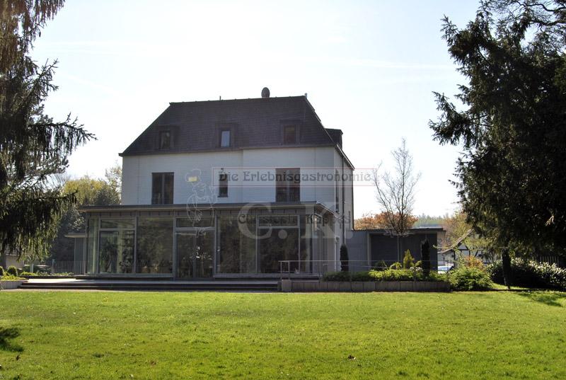 Garten mit Blick auf Villa Friedlinde