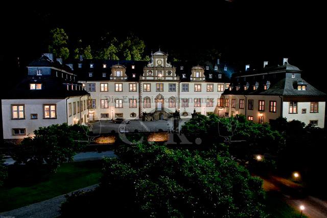 Schloss Ehreshoven Außenansicht bei Nacht