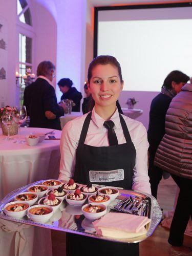 Präsentation des Essens von Kappes-Catering Mitarbeitern