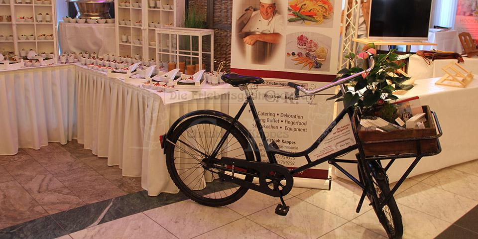 Präsentations Speisen mit Kappes-Fahrrad im Vordergrund