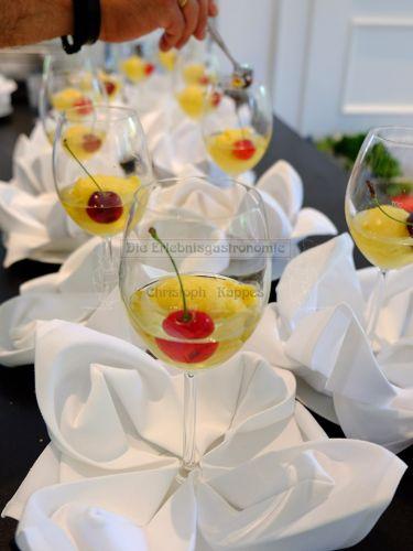 Getränk mit Cocktailkirsche