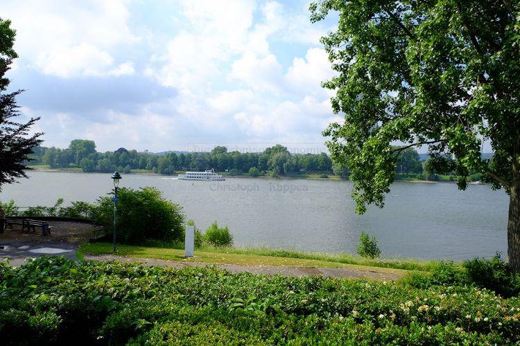 Garten mit Blick auf den Rhein