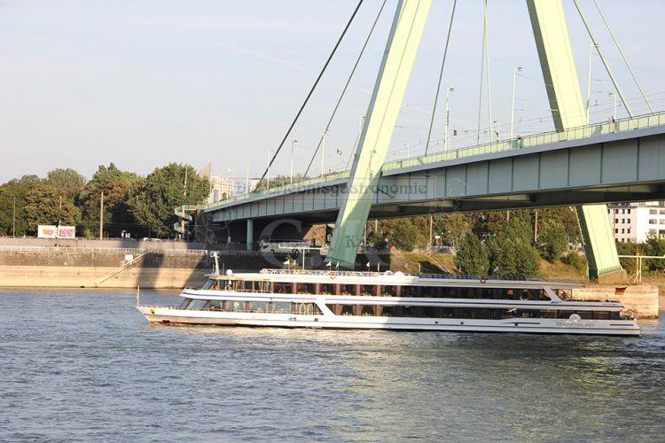 Das Schiff auf dem Rhein